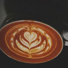 Tulip this. #latteart #coffee