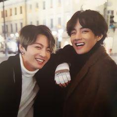 Image in taekook (n.) love is mutual, boyfriends collection by polaris V Bts Cute, I Love Bts, Foto Bts, Kim Taehyung, Bts Bangtan Boy, Bts Jimin, K Pop, Banda Kpop, Vkook Memes