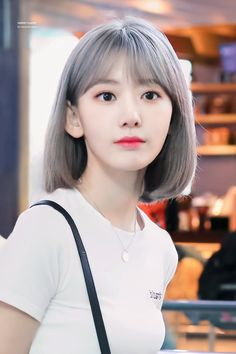 Sakura Izone - I love Frisur :) Korean Short Hair, Sakura Miyawaki, Yu Jin, Japanese Girl Group, Cute Beauty, Cute Korean, Ulzzang Girl, Girl Crushes, Kpop Girls