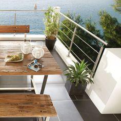 Bank und Tisch aus Edelstahl und restauriertem Holz