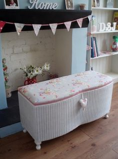 Spray my wicker ottoman, upholster the top in floral/ pastels Recycled Furniture, Painted Furniture, Bedroom Furniture, Furniture Update, Furniture Ideas, Wicker Ottoman, Rattan, Vintage White Bedroom, Adirondack Furniture