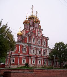 Image from http://d1vmp8zzttzftq.cloudfront.net/wp-content/uploads/2012/06/Church-of-the-Nativity-of-Our-Lady-Built-by-the-Stroganovs-In-Nizhny-Novgorod-Russia-1600x1847.jpg.