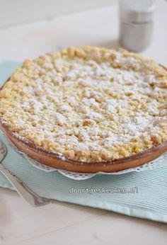 Crumble pie with pastry cream - Dutch Recipes, Sweet Recipes, Baking Recipes, Dessert Recipes, Kahlua Cake, Sweet Bakery, Sweet Pie, Pie Cake, Happy Foods