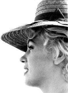missingmarilyn:    Marilyn Monroe on the set of Bus Stop, 1956.