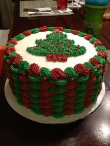 It may be a Christmas cake, but it shows me the basket weave design. Christmas Deserts, Christmas Cake Decorations, Christmas Baskets, Christmas Cupcakes, Holiday Cakes, Noel Christmas, Holiday Desserts, Holiday Baking, Christmas Baking