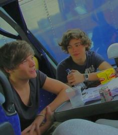 Larry Stylinson, Four One Direction, One Direction Pictures, Louis Tomilson, I Want To Cry, Louis And Harry, Reasons To Live, Harry Edward Styles, Liam Payne