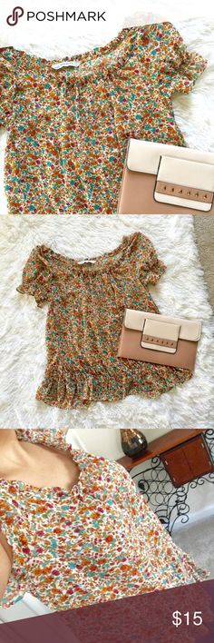 💐Zara Basic Top size XSmall💐 Zara Basic Top size XSmall can fit size small too light weight fabric elastic sleeve worn twice great condition!!! Zara Tops Blouses