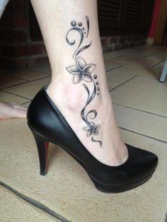 Ankle tattoo ... Esto me va a dar una buena idea
