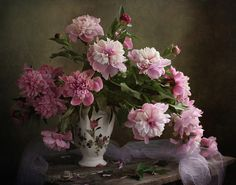 Photograph The newly blossomed, Charu opinion, fragrant peonies. Still life. Art Floral, Floral Artwork, Deco Floral, Still Life Flowers, Real Flowers, Pink Flowers, Beautiful Flowers, Oriental Flowers, Summer Painting