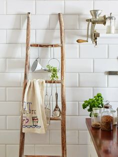 Bathroom Design & Decor - 7 Great Ideas for Your Bathroom Remodel - Ribbons & Stars Rustic Ladder, Ladder Decor, Dining Room Design, Interior Design Living Room, Diy Bathroom Decor, Kitchen Decor, Blog Deco, Home Interior, Bathroom Inspiration