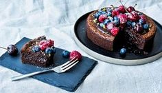 Nem chokoladekage med bær