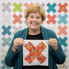 Easy to make, and I think this would be a REALLY easy to play with scale and making improv paper piecing blocks. Jenny shows you how to creates this fun X's Quilt with this tutorial! Missouri Quilt Tutorials, Quilting Tutorials, Quilting Projects, Quilting Designs, Sewing Projects, Msqc Tutorials, Quilting Ideas, Quilting Classes, Star Quilts