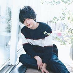 「新宿セブン 中村倫也」の画像検索結果 Pop Fashion, How To Look Better, Japanese, Poses, Actors, Guys, Cool Stuff, Artist, Beauty