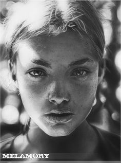 Light - 50 Excellent Examples of Portrait Drawing  <3 <3
