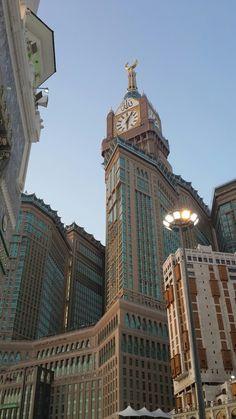 Мекка I ❤️ love Islam. Mecca Madinah, Mecca Masjid, Mecca Islam, Masjid Al Haram, Mecca Wallpaper, Islamic Wallpaper Iphone, Beautiful Mosques, Beautiful Places, Aesthetic Backgrounds