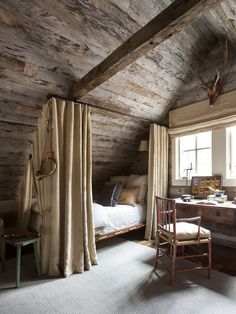 Haus Tour: Chic Sewanee Cabin Style - - Home Maintenance - No Make Up - Glasses Frames - Homecoming Hairstyles - Rustic House Cabin Loft, Cabin Chic, Cozy Cabin, Cabin Homes, Log Homes, Attic Bedrooms, Log Cabin Bedrooms, Attic Bedroom Designs, A Frame Cabin