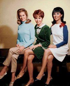 Elizabeth Montgomery, Judy Carne and Marlo Thomas - 1966