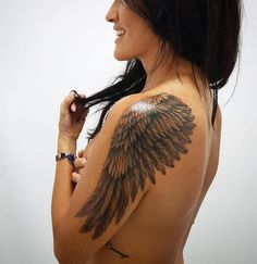 beaux tatouages dessins et idées de tatouages beautiful tattoos designs and tattoo ideas The meaning of angel wing tattoos is simple. You believe in D … tattoo Angle Wing Tattoos, Wing Tattoos On Back, Wing Tattoo Men, Wing Tattoo Designs, Angel Tattoo Designs, Tattoo Designs For Women, Wing Tattoo On Shoulder, Shoulder Tattoos For Women, Back Tattoo Women