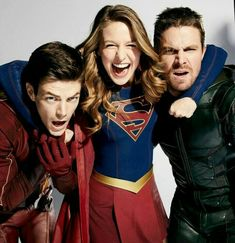 All In The Family: Inside DC's Ultimate Superhero Crossover - Photo: Grant Gustin (The Flash), Melissa Benoist (Supergirl), and Stephen Amell (Green Arrow) Superhero Shows, Superhero Memes, Flash E Supergirl, Arrow Flash, Series Dc, Flash Funny, The Flash Grant Gustin, Cw Dc, Univers Dc