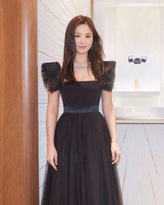 Song Hye Kyo is an Elegant Bejeweled Princess at Chaumet Event Song Hye Kyo Hair, Song Hye Kyo Style, Jung So Min, Korean Celebrities, Celebs, Song Joong Ki Birthday, Chaumet, Korean Actresses, Korean Actors