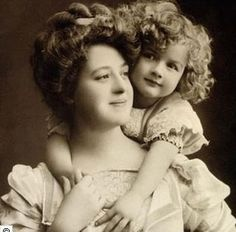 Mother and Child Wow! This is the same mother and child as in other photos of - People Photos - Ideas of People Photos - Mother and Child Wow! This is the same mother and child as in other photos of them. Images Vintage, Photo Vintage, Vintage Love, Vintage Pictures, Vintage Photographs, Vintage Beauty, Old Pictures, Vintage Postcards, Old Photos
