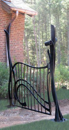 Interesting gate Garden Gates And Fencing, Garden Doors, Fence Gate, Fences, Driveway Gate, Tor Design, Gate Design, Metal Gates, Wrought Iron Gates