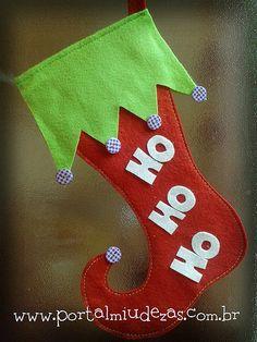 Bota de Natal Christmas Time, Merry Christmas, Holiday Crafts, Holiday Decor, Xmas Decorations, Christmas Stockings, Elf, Christmas Decor, Christmas Crafts