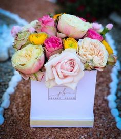 Roses Pink roses Yellow Roses Mix of roses english flowers Box of natural flowers Secret Bloom Boxes