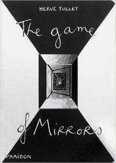 The game of mirrors - Herve Tullet; Varsta: 0+; Copiii de la 6 luni pot indragi aceasta carte care are efecte de oglinda, cu reflexii si cu forme decupate. Cartea este conceputa pentru copii mici fiind realizata din carton tare, utilizant contrastele principale, cu forme simple, primare, cu bucati decupate care invita micile degete sa descopere profunzimea ei.