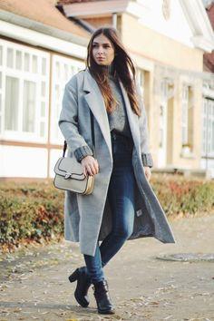 Casual Grey on www.vogueetvoyage.com #winterstyle #winterfashion #fashion #greyongrey