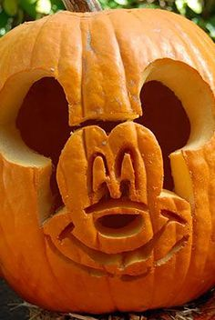 Pumpkin Carving Ideas fruit carving 15 Simple Pumpkin Stencils for Your Best Jack-o'-Lantern Yet Pumkin Designs, Halloween Pumpkin Designs, Halloween Labels, Halloween Pumpkins, Halloween Crafts, Spooky Halloween, Halloween Makeup, Halloween Decorations, Halloween Costumes