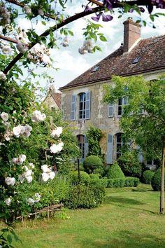 Suite avec âme : le joli jardin d'un ancien presbytère - Jolies maisons dans le Perche - CôtéMaison.fr