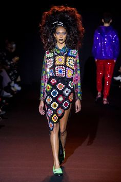 Ashish Fall 2019 Ready-to-Wear collection, runway looks, beauty, models, and reviews.