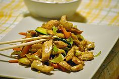 by sorelle in pe .- caramelized chicken nuggets with soy … by sisters in the pot Wok, Asian Recipes, Healthy Recipes, Ethnic Recipes, Cena Light, A Food, Food And Drink, Pollo Chicken, Oriental