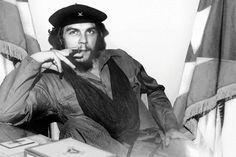 Además de fumar tabaco en pipa, el Che también disfrutaba de fumar buenos habanos para ocasiones especiales.