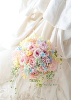 本日川越のアルカーサル迎賓館さまへ、 プリザーブドフラワーのブーケでした。 夜に花嫁様から、メールをいただきました。 「見た瞬間に感動し、 ... もっと見る