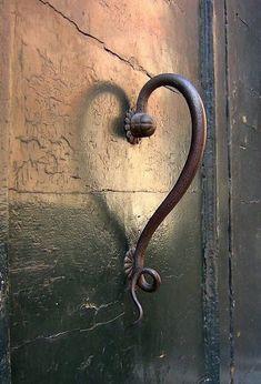 and the frog door knob is Unique Vintage Door Handles.and the frog door knob is wonderful Knobs And Knockers, Door Knobs, Door Handles, Heart In Nature, Heart Art, My Funny Valentine, Valentines, Yoga Studio Design, I Love Heart
