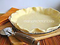Una torta rustica di pasta sfoglia semplice arricchita da peperoni e patate, buonissima
