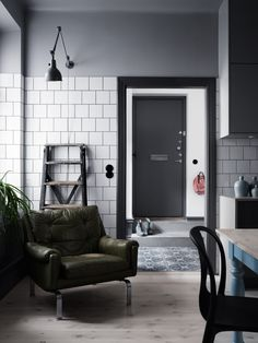 A Modern Industrial Interior with Greenish Blues - Nordic Design Estilo Interior, Interior Desing, Scandinavian Interior Design, French Interior, Interior Styling, Interior Inspiration, Interior Decorating, Industrial Scandinavian, Stylish Interior