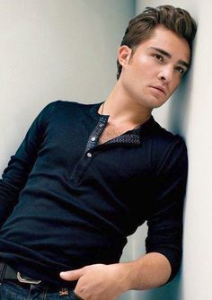 Ed Westwick ♥, it seems I am late to this party but I can't believe how good looking he is.