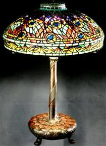 Peacock - Louis Comfort Tiffany Art Nouveau, Art Deco, Louis Comfort Tiffany, Hair Ornaments, Land Art, Color Theory, Lampshades, Oeuvre D'art, Les Oeuvres