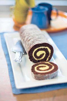 Unelmoitko kääretortusta? Niin mekin! Viime viikon suosikki eli klassinen unelmatorttu rullataan kaakaoisesta torttupohjasta ja simppeli täyte vatkataan voista, sokerista ja keltuaisesta.