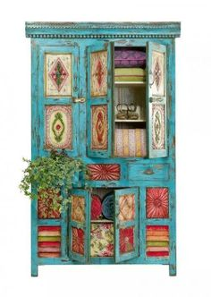 love the colors and design on this cupboard.  would love to have it  in the family room.