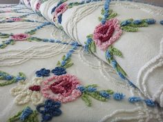 Vintage Chenille Bedspread Cabin Crafts Needle Tufted Iced Cake with Raspberry, Navy, and Lime Green on Cream Vintage Bedspread, Chenille Bedspread, Bedroom Vintage, Pink Patterns, Craft Patterns, Pink Kitchens, Cabin Crafts, Magic Hands, Vintage Tablecloths