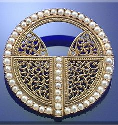 Pearl and gold brooch, by Carlo Giuliano, circa 1880.
