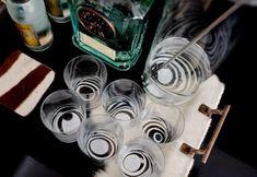 decorar-vasos-de-cristal-con-laca-de-unas-10