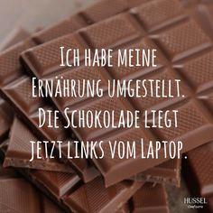 Ich habe meine Ernährung umgestellt. Die Schokolade liegt jetzt links vom Laptop. Lustige Sprüche, Fakten und Tipps rund um Schokolade. Hussel Confiserie.