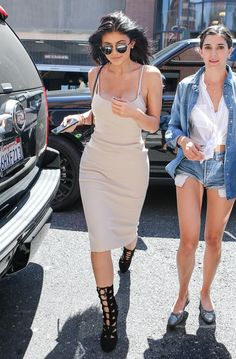 Kylie Out for lunch with Kendall