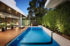 Discover 18 swimming pool lighting ideas for your inspiration. A collection of inground pool lighting ideas. Beautiful underwater pool lights and pool landscape lighting ideas. Swimming Pool Lights, Swimming Pools Backyard, Swimming Pool Designs, Pool Decks, Pool Landscaping, Wood Pool Deck, Pool Fence, Moderne Pools, Piscina Interior