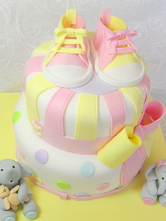 good design for cake for a baby shower or 1st birthday